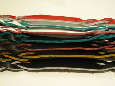 各カラーレザーの内部もそれぞれカラフルなお色です。ネーム文字も違った雰囲気に