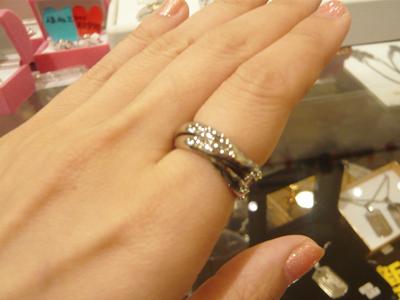 シンプルでキレイなサージカルステンレス316Lの指輪です。着画像1