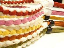 他の写真1: ◆1個販売◆刻印無料★レザー製プレート付きミサンガブレスレット♪カラフルな革紐を編んだブレス&プレート部分に絵柄・名前・記念日刻印♪