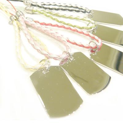 レザー調の編みストラップが人気♪特にレッド・ブラック・ピンクはよく売れています!